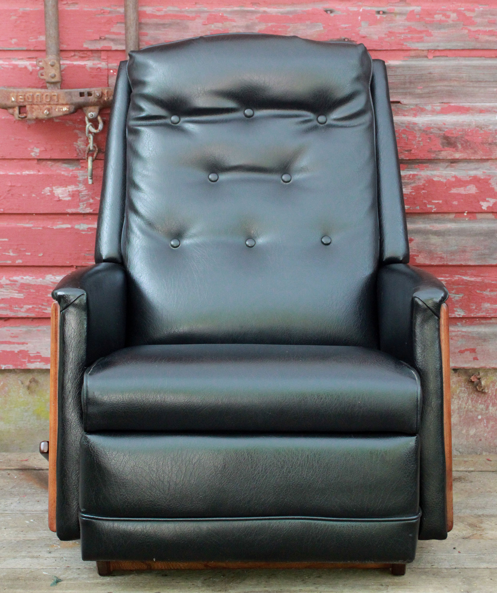 Vintage La-Z Boy Recliner w/ Black Vinyl u0026 Walnut : black lazy boy recliner - islam-shia.org